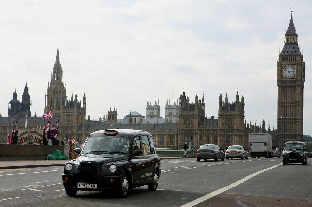 antibrouillard des taxis londoniens en passant par la chine. Black Bedroom Furniture Sets. Home Design Ideas